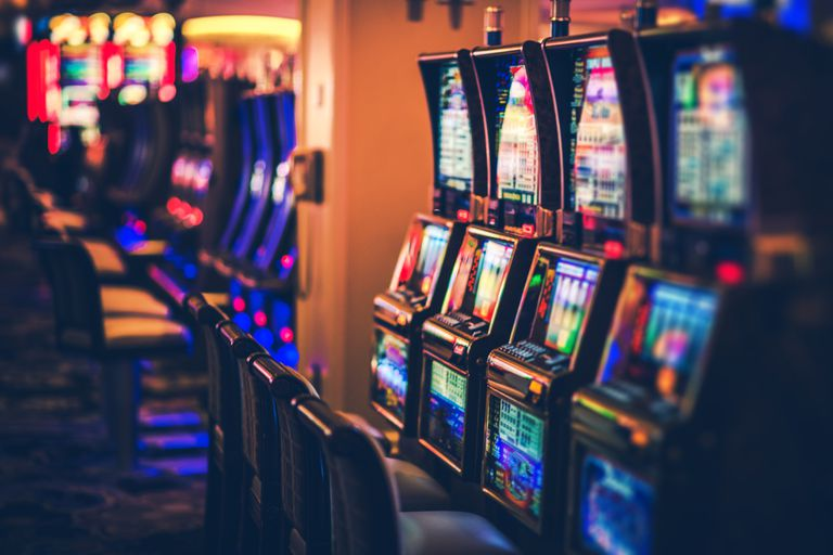 Playing Online Slot Gambling With Your Friends At Everywhere